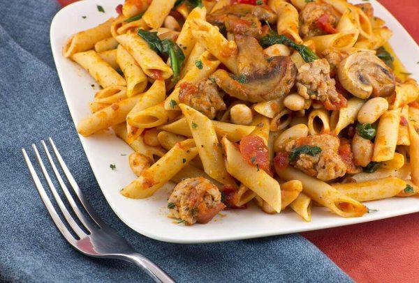 immagine Penne con funghi scottati, pomodorini, olive, acciughe e capperi Blog senza glutine ricette