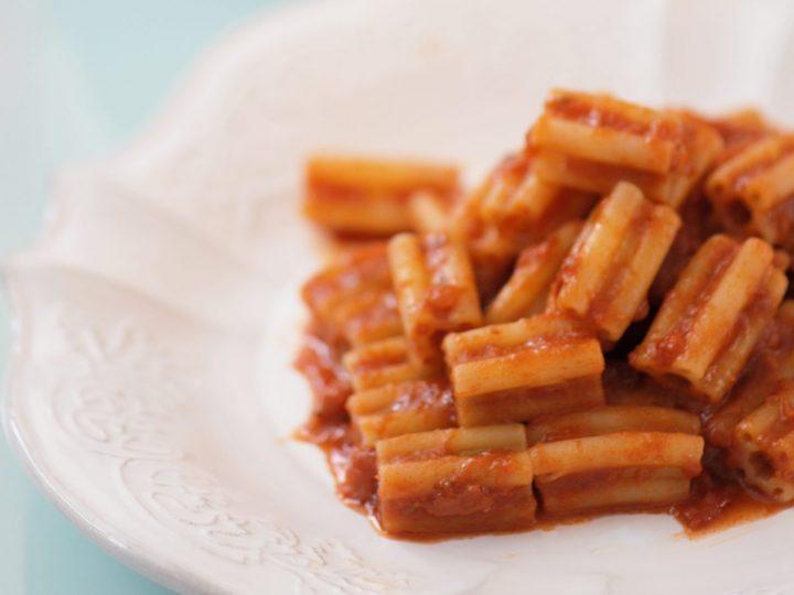 """Pasta ai """"5 buchi"""" Gluten free con mozzarella e salsiccia"""